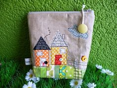 The two houses -  cute zippered pouch, featured in fat quaterly 4