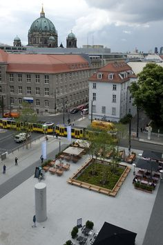 The urban structure – to release the Square – is in remembrance to the former church Garnisonskirche. The open space is divided into three different areas. In the extension of the Spandauer Straße a generous urban square forms the central element of the development and defines a representive entrance for the adjacent residents.