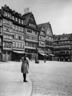 Romerberg Square in the Old Town District of Frankfurt am Main, Germany, circa 1925  Photo by Fox Photos/ Stringer/ Getty Images