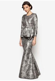 Kelsie Baju Kurung, Jovian Mandagie for Zalora Muslim Fashion, Hijab Fashion, Fashion Dresses, Women's Fashion, Dress Brokat Muslim, Kebaya Dress, Fairytale Dress, Batik Dress, Dress Patterns