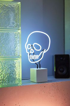 Neon Mfg. Neon Skull Table Lamp - Urban Outfitters