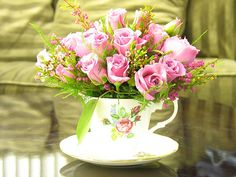 Pink flowers in a teacup.jpg 500×375 pixels