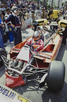 Mechanics work on the rear of Gilles Villeneuve's Ferrari whilst the front bodywork has also been removed.Streets of Long Beach, United States of America, April Subaru, Toyota, Gilles Villeneuve, Lancia Delta, Formula 1 Car, Racing Events, Audi, Ferrari F1, F1 Racing