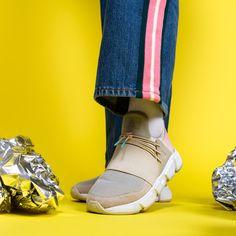 Til våren så introduserer vi flere farge val med et neon inspirert design. Den beste delen med chunky sålen og speed lacing systemet er komforten som gir deg en svært god demping og responsiv følelse. Overdelen er laget av neoprene og lycra og har tonale snørebånd og er aksentert med 'Asfvlt' logoer som signatur. Area Evo - En sammensmelting av fashion og function. Aqua Rose, Delena, Street Chic, Techno, Fall Winter, Dance Shoes, Spring Summer, Sneakers, Inspiration