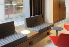 A Taste of Japan: Hotel Ambassador & Spa by Ali Tayar Banquet Seating, Booth Seating, Reception Seating, Pub Interior, Office Interior Design, Office Interiors, Pharmacy Design, Diy Sofa, Waiting Area