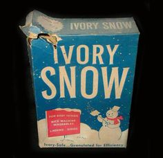 I remember Ivory Snow. I washed ALL my daughter's baby clothes in this even when I was a young mom 25 years ago. My Childhood Memories, Sweet Memories, School Memories, Vintage Advertisements, Vintage Ads, Vintage Stuff, Procter And Gamble, Photo Vintage, Vintage Photos