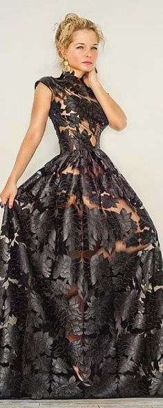 "kinda ""see thu"" Black Lace. Evening Dress Long, Lace Evening Gowns, Elegant Dresses, Pretty Dresses, Formal Dresses, Prom Dresses, Beautiful Gowns, Beautiful Outfits, Traje Black Tie"