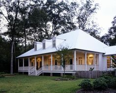 small Southern Plantation style home. I want it :)