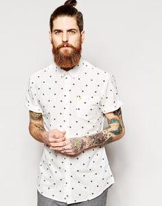 Camisa entallada de manga corta con estampado de lunares de Farah