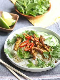 Vietnamese pork noodle salad recipe by SeasonWithSpice.com