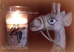 Un pot à bougie Partylite marqué avec une girafe car je suis fan de ses animaux. DIY facile pour les grands et les petits avec le dessin que vous voulez