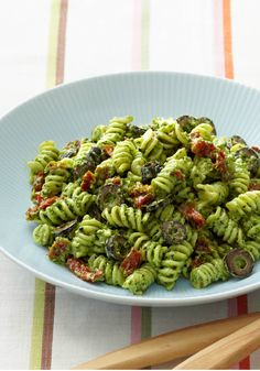 Creamy Pesto Pasta Salad – This easy Mediterranean-inspired salad of rotini pasta, black olives, and sun-dried tomatoes is tossed with a creamy pesto dressing.
