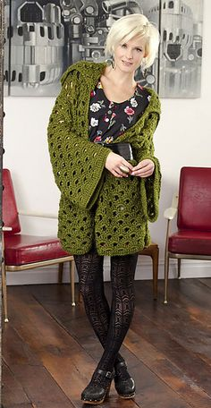 Oooooooh, FREE Ravely download pdf, for the ultimate snuggley cardigan/snug fest! This is amazing, (Small to 3XL Bernat pattern). Love it, adore, it, need it, thanks so for share xox