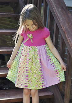 dress project from fabric editions - several other free project instructions on this site. Sewing Kids Clothes, Sewing For Kids, Baby Sewing, Kids Clothing, Kids Dress Patterns, Clothing Patterns, Tshirt Dress Pattern, Little Girl Dresses, Girls Dresses