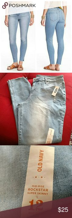 Old navy rockstar mid-rise super skinny 12 reg New w tags  Fit & Sizing  Sits below waist.Snug through hip and thigh.Skinny leg. Old Navy Jeans Skinny
