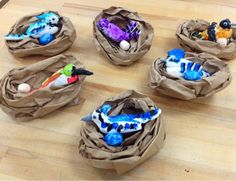 Model Magic clay birds in paper bag nest. and other clay and canvas crafts 3d Art Projects, Animal Art Projects, School Art Projects, Art School, Sculpture Lessons, Sculpture Projects, Book Sculpture, Kindergarten Art, Preschool Art