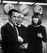 Get Smart. They just don't make shows like this anymore... :'(