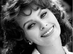 Sophia Loren turned 82 years old ❤ See the beautiful Italian Actress's changing Looks through the Years Timeless Beauty, Classic Beauty, Classic Hollywood, Old Hollywood, Hollywood Style, Sophia Loren Images, Sr1, Divas, Italian Actress