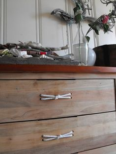 Have a dresser that I want to refinish...  DIY drawer pulls from Hello, I'm Tiger. Nice touch with the knot!