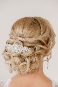 """coiffure-mariage-cheveux-long-chignon-boucles-tresse-bijou """" Quick Hairstyles, In my opinion, hair ribbons/scarves are the prettiest hair accessories. They can make a messy bun or a ponytail look elegant. Long Bridal Hair, Long Hair Wedding Styles, Elegant Wedding Hair, Long Hair Styles, Wedding Updo, Rustic Wedding, Bridal Updo, Trendy Wedding, Wedding Ideas"""