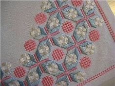 Tradera ᐈ Köp & sälj begagnat & second hand Hardanger Embroidery, Embroidery Stitches, Bargello Needlepoint, Crochet Bedspread, Labor, Second Hand, Decorative Pillows, Diy And Crafts, Palette