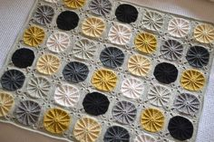 [Free Pattern + Video Tutorial] Sunny Spread Crochet Blanket