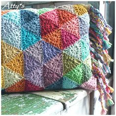 "Atty's : ""Triangle Circle"" Pillow: free #crochet pattern"
