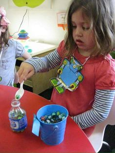 Fine motor skills spoon marbles into water bottle -- can combine this with counting, sorting, counting, etc Preschool Fine Motor Skills, Motor Skills Activities, Gross Motor Skills, Montessori Activities, Preschool Activities, Learning Centers, Kids Learning, Funky Fingers, Water Bottle