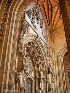 lady in black: Lovely Oviedo  #oviedo #spain #asturias #spanielsko #visitspain #visitasturias #traveltips #traveleurope #travel #travelblogging #visiteurope #placestogo #oldtown #placestogo #placestosee #sansalvador #cathedral #catedral #espana