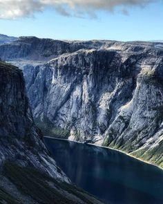 På vei oppover mot Trolltunga #trolltunga #vestlandetpåsittbeste #mittnorge #mitteventyrland #norwaysworld Half Dome, Mountains, Nature, Travel, Outdoor, Outdoors, Naturaleza, Viajes, Destinations
