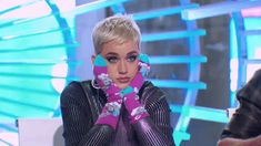 Katy Perry Had To Be Dragged Off Stage Because She Wouldn't Stop Kissing The Bachelorette's Hand Katy Perry Gif, Growing Up With Siblings, Singing Competitions, Celebrity Memes, 1 Gif, Funny Movies, American Idol, Modern Family, New Trends