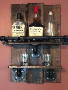 Bourbon Whiskey Rack, Reclaimed Pallet Wood and Industrial Pipe, Bar, Shabby Chic, Farmhouse Decor Bourbon Whiskey, Whiskey Girl, Whiskey Cocktails, Diy Pallet Projects, Wood Projects, Sewing Projects, Shabby Chic Farmhouse, Farmhouse Decor, Modern Farmhouse