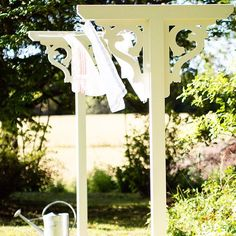 Backyard pretty while doing laundry! Shabby Cottage, Cottage Chic, Outdoor Spaces, Outdoor Living, Outdoor Decor, Outdoor Clothes Lines, Yard Design, Garden Styles, Backyard Patio