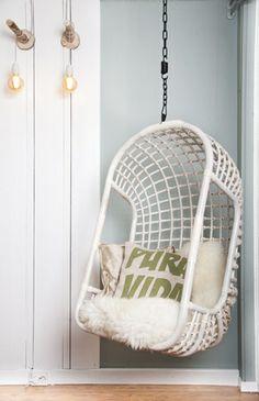Deze hangstoel van HK Living hebben wij ook in onze display. Ontzettend stoer en met de juiste kussens ook ontzettend sfeervol.