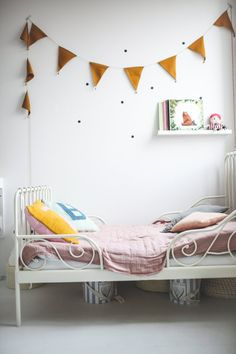 Pink and mustard kids room with Número74 garland