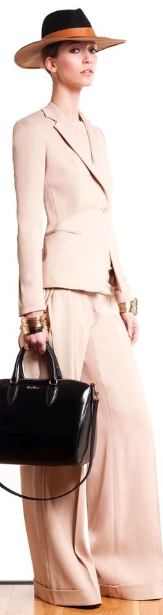 Max Mara ● Fall 2013 A sharp bi-color fedora. Suit Fashion, Look Fashion, High Fashion, Winter Fashion, Womens Fashion, Fashion Trends, How To Have Style, My Style, Classic Style