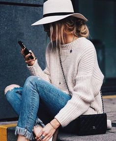 Ripped ankle jeans, chunky knit, fedora and loafers winter fashion winter style winter outfit streetstyle Hipster Outfits, Mode Outfits, Casual Outfits, Hipster Clothing, Classy Outfits, Women's Clothing, Looks Street Style, Looks Style, Fall Winter Outfits