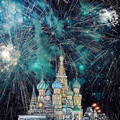 Любимая моя Москва и весь мир  с Новым Годом! Дорогой мой Инстаграм и все-все комьюнити огромное вам спасибо за этот год! Огромное спасибо музеям которые открыли для нас двери и позволили показать нашу культуру под иным углом! Спасибо всем площадкам где проводились активности.  В этом году я организовала 31 инстамит в России и заграницей в рамках которых было опубликовано более 3000 фотографий ! О Боже только сейчас пересчитала. Спасибо огромное тебе Инстаграм за потрясающую возможность…