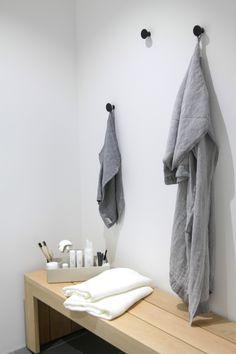 muotoseikka\ Asuntomessujen parhaat materiaalit / Top materials at the Finnish housing fair Hall Entrada, Sauna Design, Finnish Sauna, Saunas, Dressing Room, Bathroom Hooks, Bathrooms, House Design, Interior