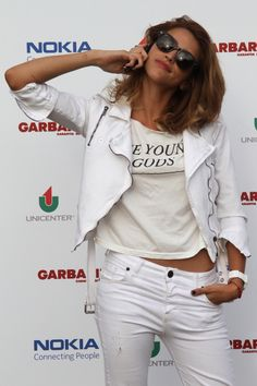 calu rivero. Total white! cool