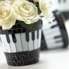 piano pots music themed stepping stones would be cool for my garden Mosaic Planters, Mosaic Vase, Mosaic Flower Pots, Mosaic Garden, Mosaic Tiles, Pebble Mosaic, Tiling, Mosaic Crafts, Mosaic Projects
