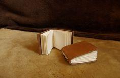 Petit carnet en cuir couleur fauve : Carnets, agendas par touxonos