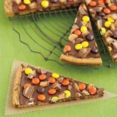Scary Snacks: Peanut Butter Cookie Pizza