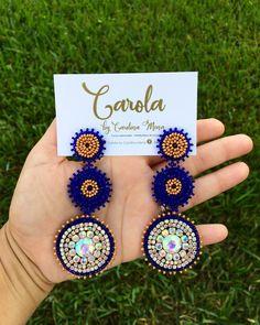 Bead Embroidery Jewelry, Soutache Jewelry, Beaded Jewelry, Jewellery, Diy Earrings Dangle, Fancy Earrings, Beaded Earrings Patterns, Beaded Brooch, Diy African Jewelry