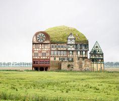 Wauw, dit zijn nog eens fotocollages. Matthias Jung fotografeert gebouwen, knipt ze vervolgens in stukjes en plakt ze weer aan elkaar op een bijzondere manier.