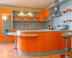 El naranja y amarillo son colores que irán muy bien con tu cocina, además de que despiertan el apetito.