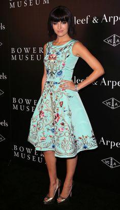 Me encanta este vestido, precioso diseño sencillo y la tela con impreso de flores que resaltn