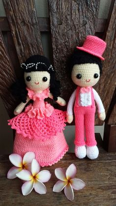 Crochet amigurumi bride and groom wedding dolls in pink outfits. Fab! (Inspiration).
