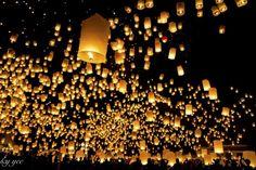 Yi Peng sky lantern festival in Chiangmai by Andy Yee