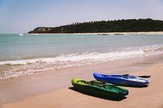 Localizada na Vila do Outeiro, está a 5min de 3 praias: Espelho, Amores e Outeiro. Possui 7 suítes amplas, claras e arejadas, ar condicionado, TV, internet e fr #pousada #Brisasdoespelho #praia #outeiro